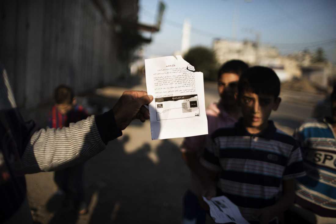 Ett flygblad som israeliska armén delat ut över Gaza under tisdagseftermiddagen.