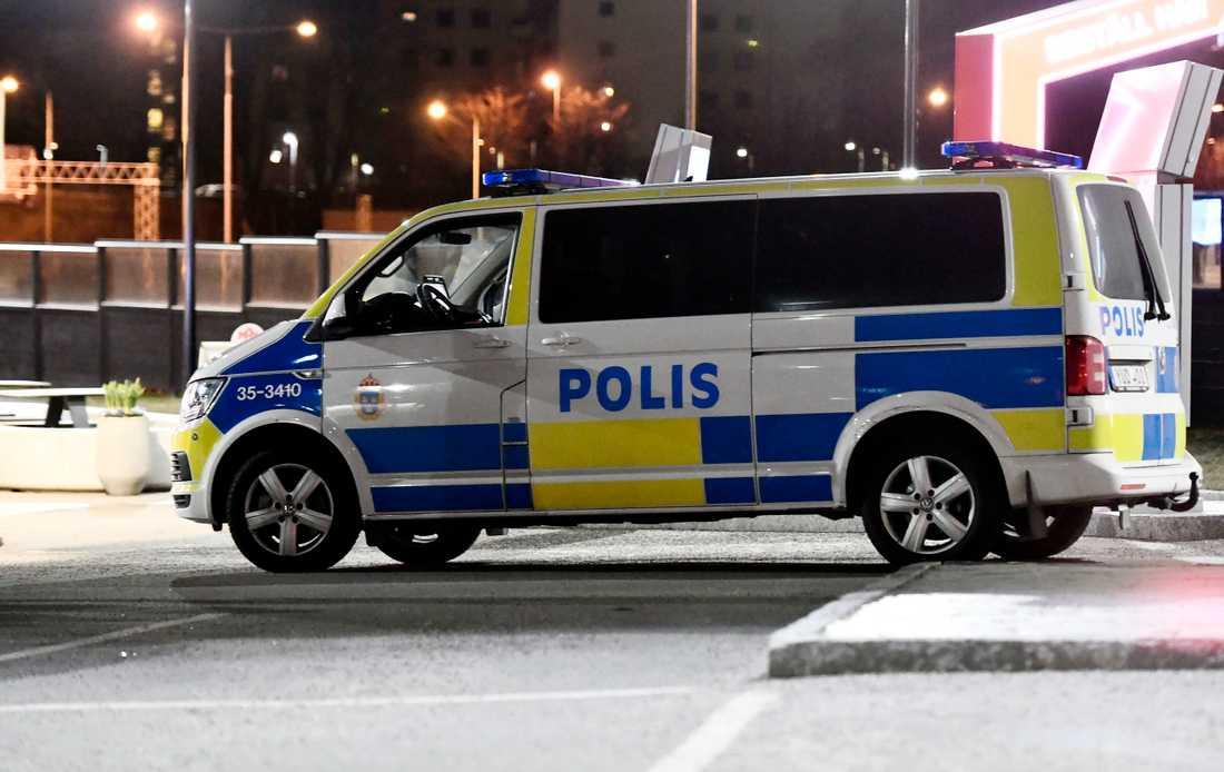 Polisen på plats i området.