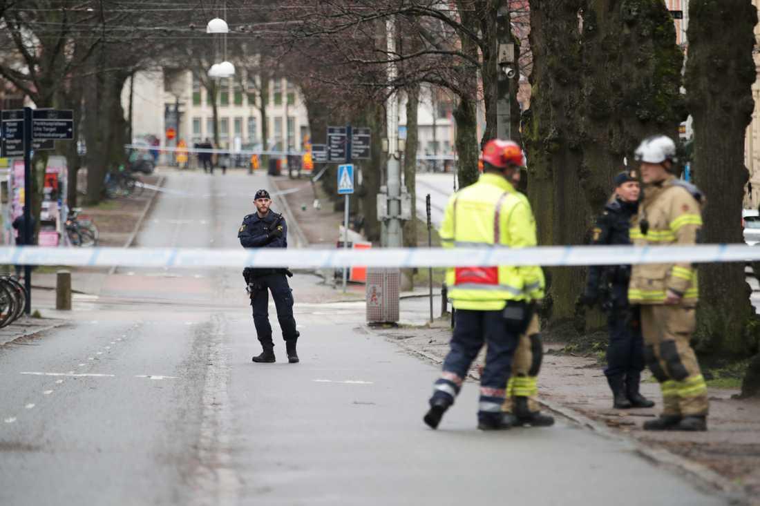 En misstänkt låda orsakade stort pådrag i centrala Göteborg.