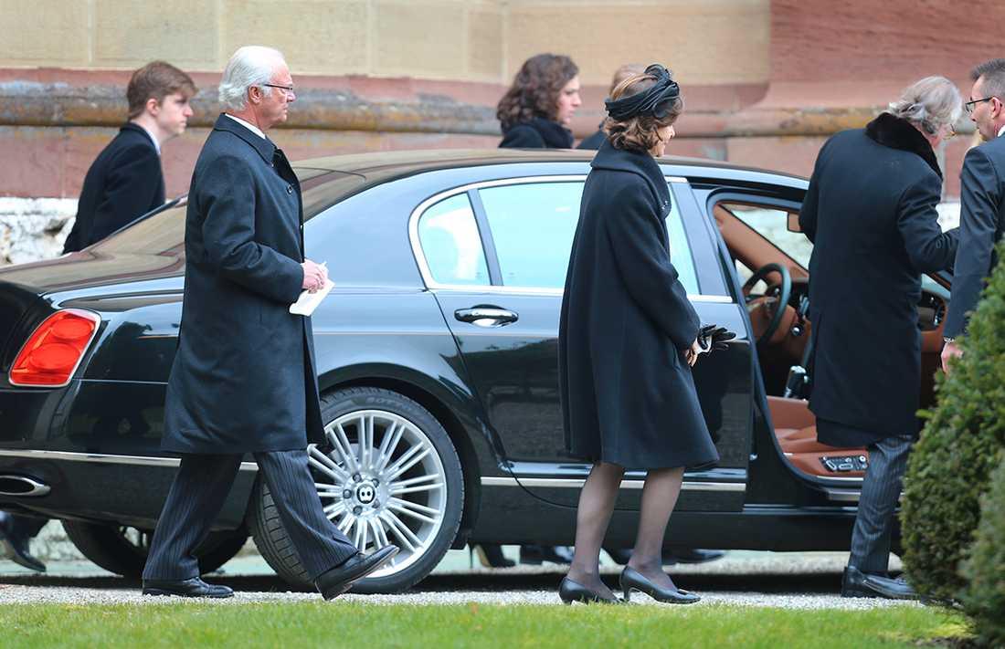 Kungen och drottning Silvia närvarade vid begravningen som skedde i Hedger kirche i tyska Sigmaringen på lördagen.