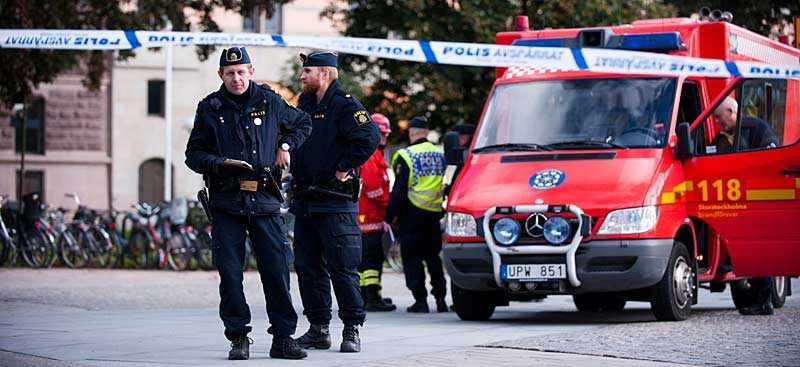 En misstänkt bomb upptäcktes på Rosenbad på torsdagsförmiddagen.