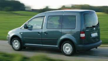 Skåpar ut konkurrenterna vad gäller komforten. VW Caddy Life vinner inga designpris, men man sitter bra både bak och fram.