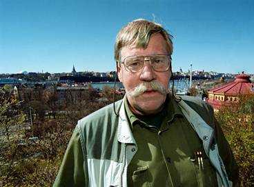 """Ensamvarg på sightseeing """"Vargen letade nog efter en partner och gick vilse upp på Söder. Som tur var klarade den sig tvärsigenom stan utan att jag behövde använda bedövningsgeväret"""" säger Anders Wiklund, vargexpert på Skansen."""