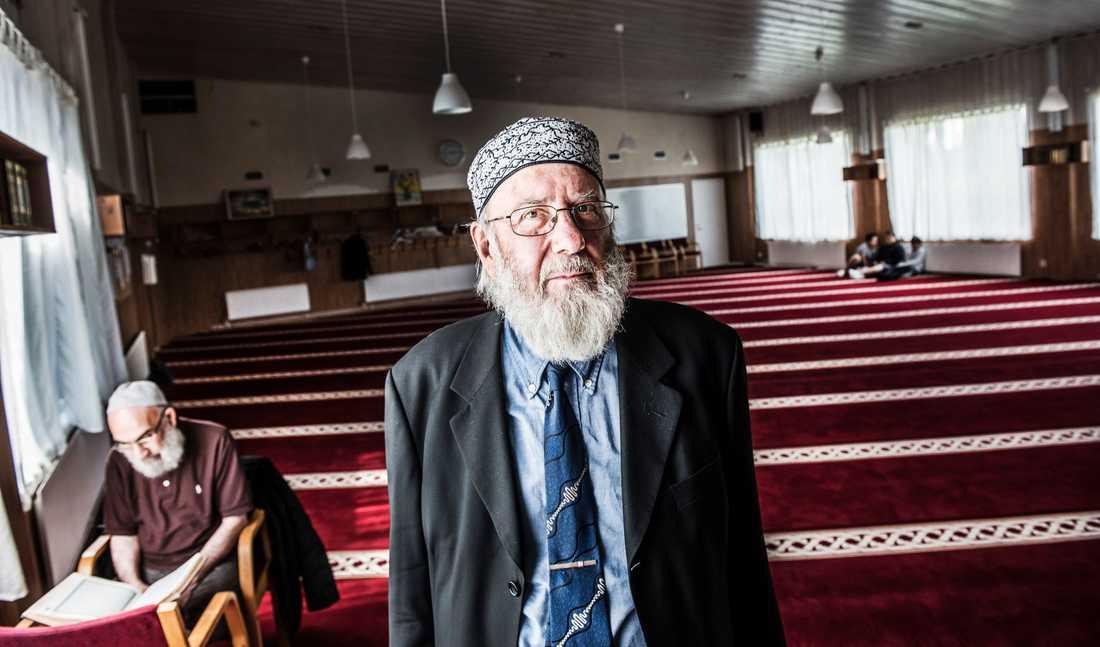 De förvarstagna imamerna släpps fria trots att de pekats ut som säkerhetshot. Imamen Abd al Haqq Kielan i Eskilstuna, som länge kämpat mot extremism, befarar att radikaliseringen kan öka. Arkivbild.