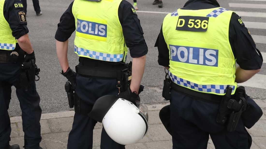 Polisen ingrep inte fysiskt för att skingra demonstrationståget i Örebro. Bilden tagen vid en annan demonstration. Arkivbild.