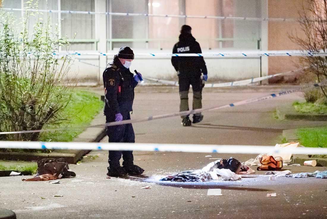 Polisen på plats efter skottlossningen i Hyllie i Malmö i torsdags kväll. Arkivbild.