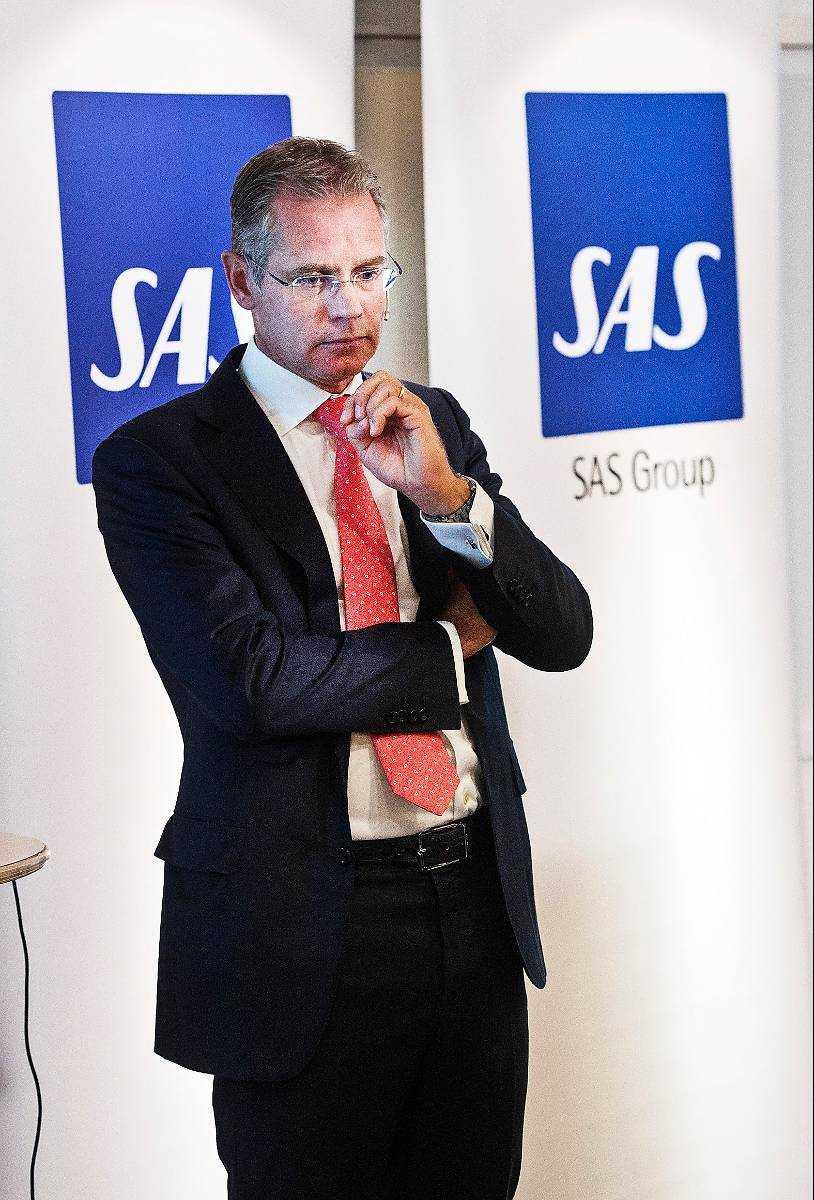 SAS vd Rickard Gustafson måste spara in tre miljarder för att rädda företaget.