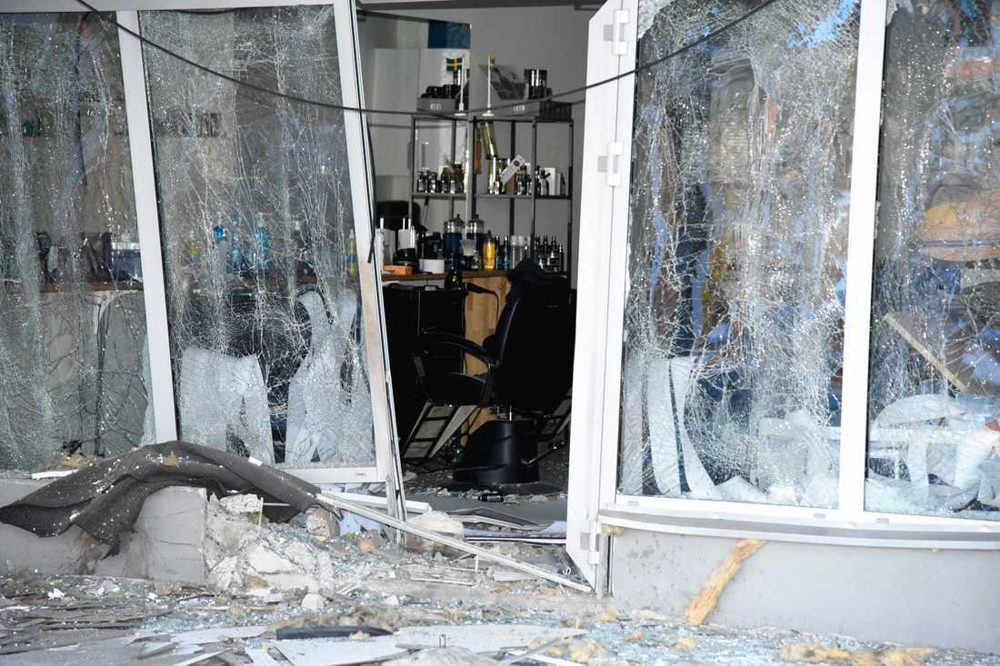 Polisen har spärrat av en butikslokal som tros ha utsatts för ett sprängdåd.