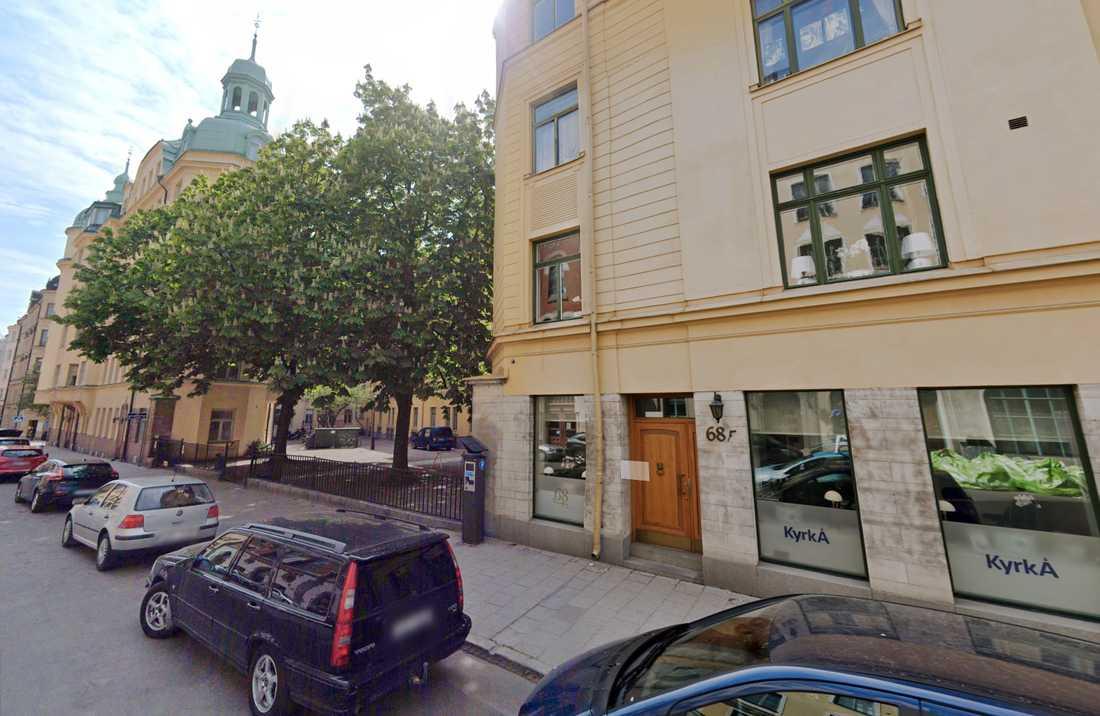 Kyrkans Akademikerförbunds huvudkontor ligger på Östermalm i centrala Stockholm.