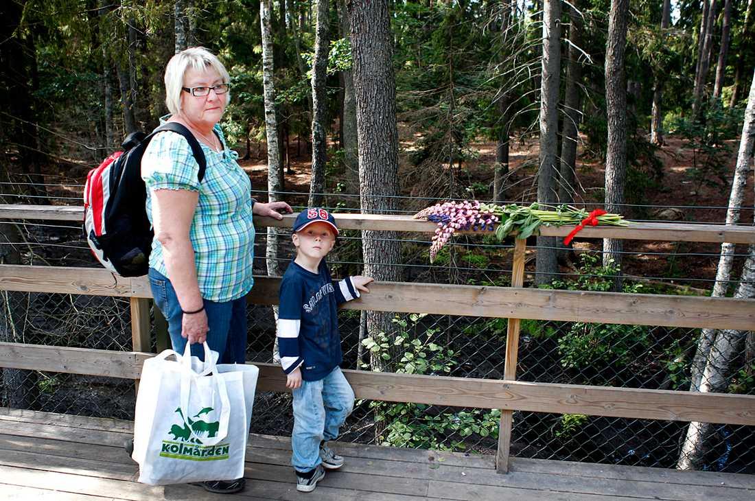 Oskar, 6, var på Kolmården i dag med farmor Ann-Kristine Dahlbom.