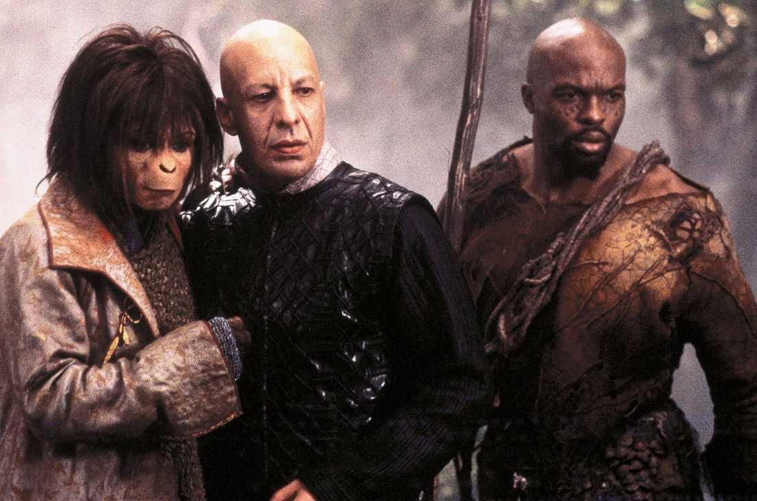 """Paret möttes i """"Apornas planet"""" 2001 där Bonham Carter spelade en roll (här tillsammans med Erik Avari och Evan Dexter) och Burton regisserade."""