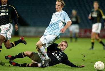 FANS VILL ATT AIK LÄGGER SIG Också förra året krävde vissa AIK-fans att spelarna skulle lägga sig i matchen mot Malmö. Allt för att minska Djurgårdens chanser att vinna guldet. Malmö vann då matchen med 5-0. På söndag möts de igen.