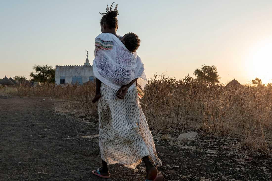 Civila som flytt undan striderna i Tigray till östra Sudan.