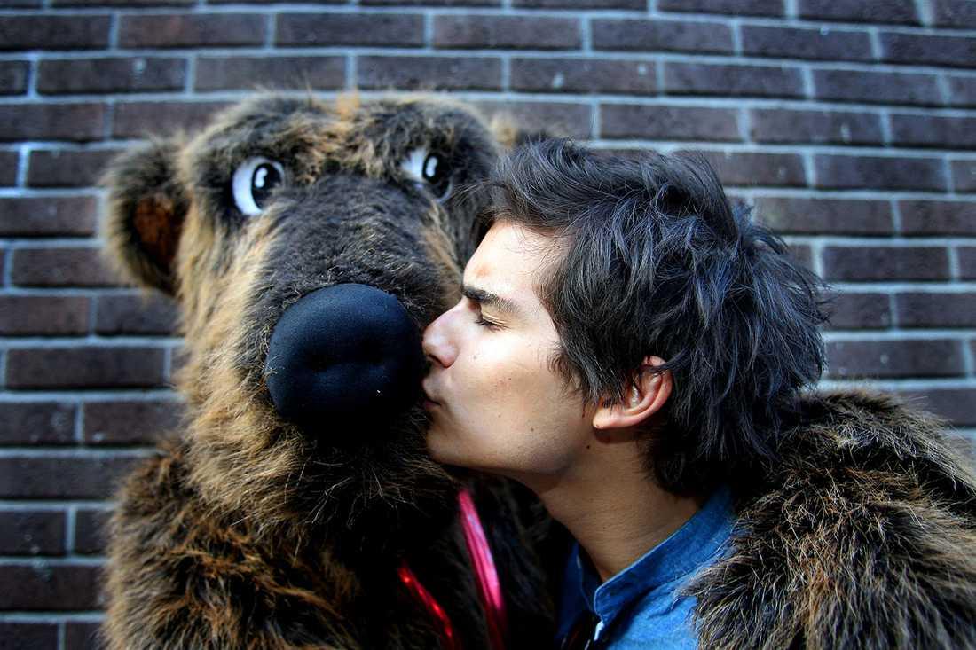 Eric Saade har haft ett nära förhållande med Rockbjörnen sedan 2010.