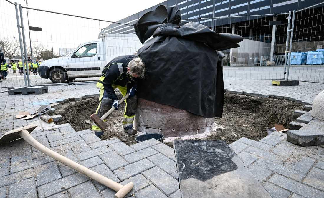 Zlatans staty flyttades i januari från Stadiontorget i Malmö.
