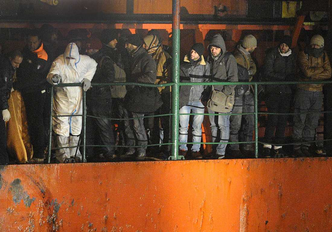 Fartyget Blue SKy M med flyktingar kommer i hamn.