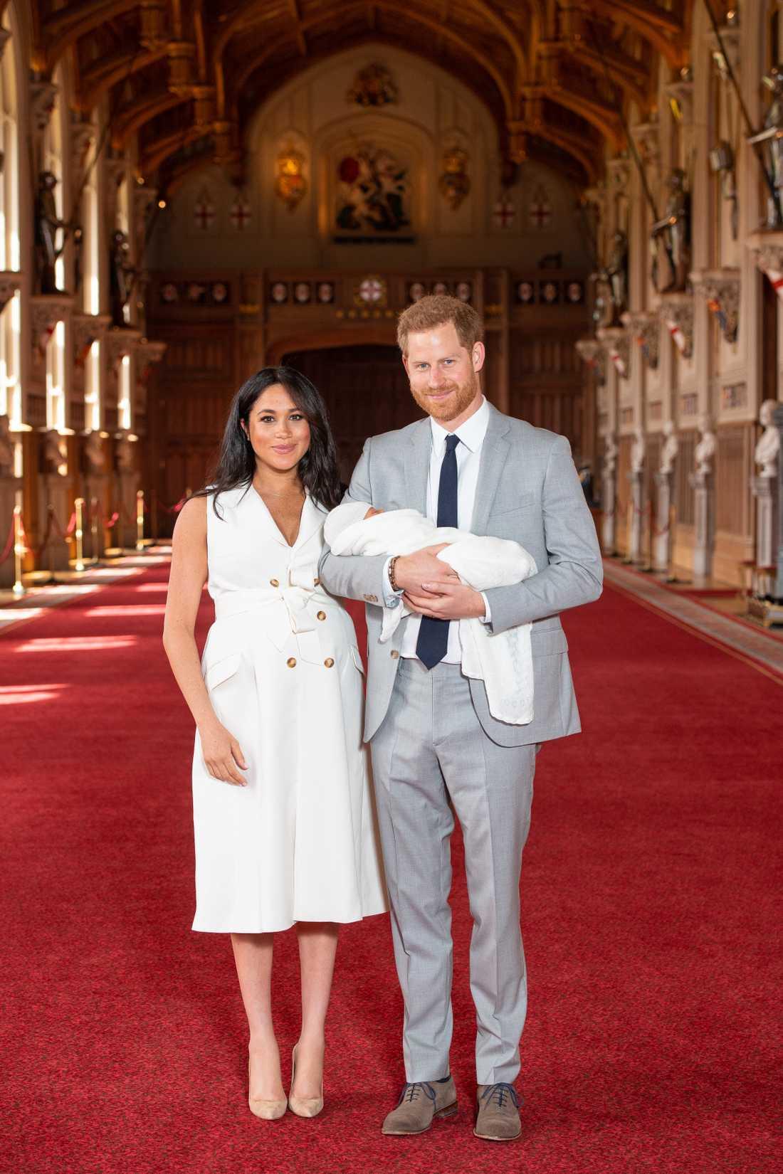 Meghan Markle och prins Harry – med den nyfödde sonen.