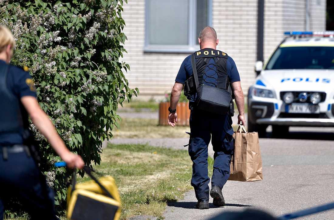 Två personer har skadats vid en skottlossning i Uppsala.