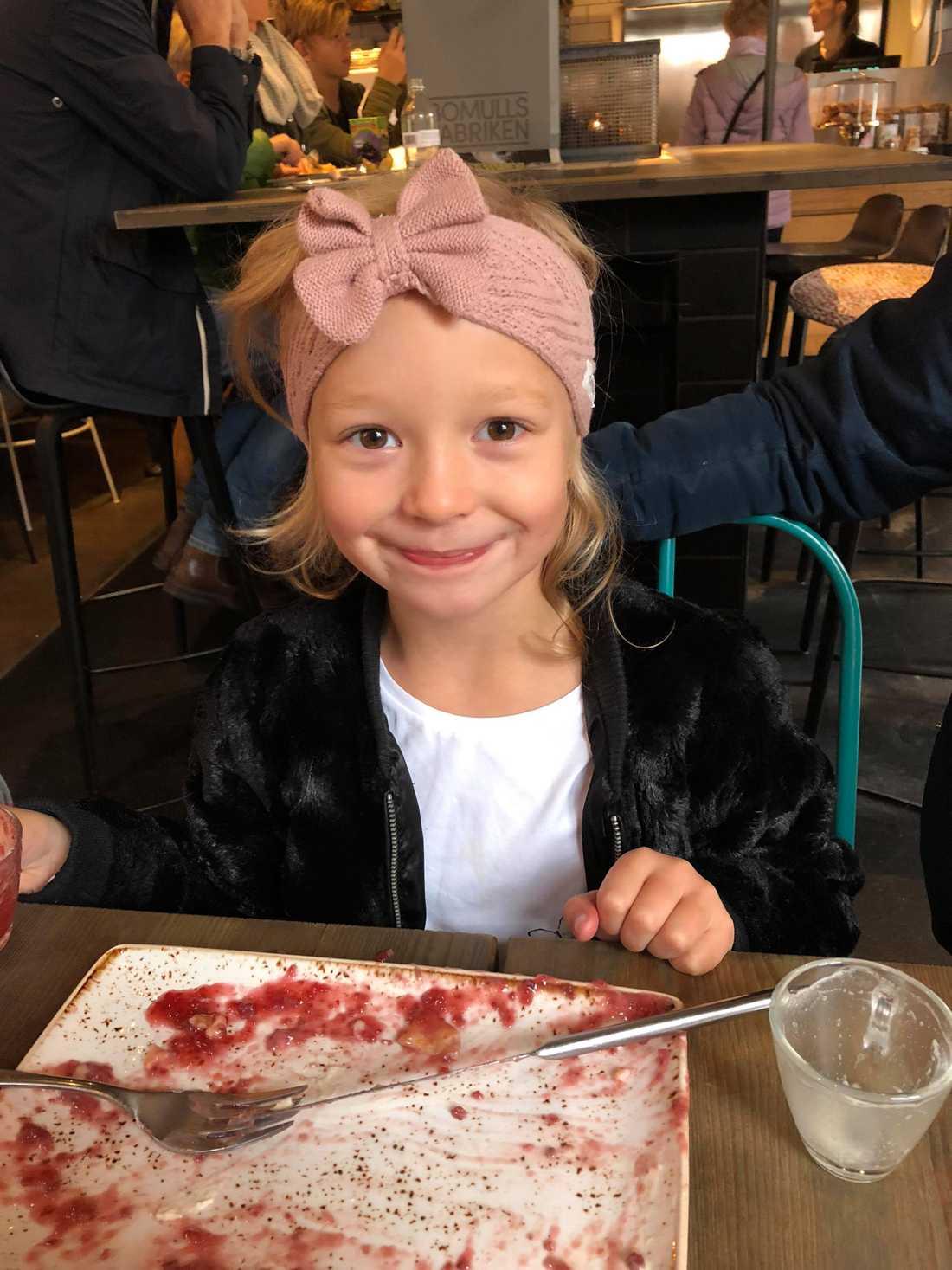 Bild på Isabelle precis innan hon blev sjuk.