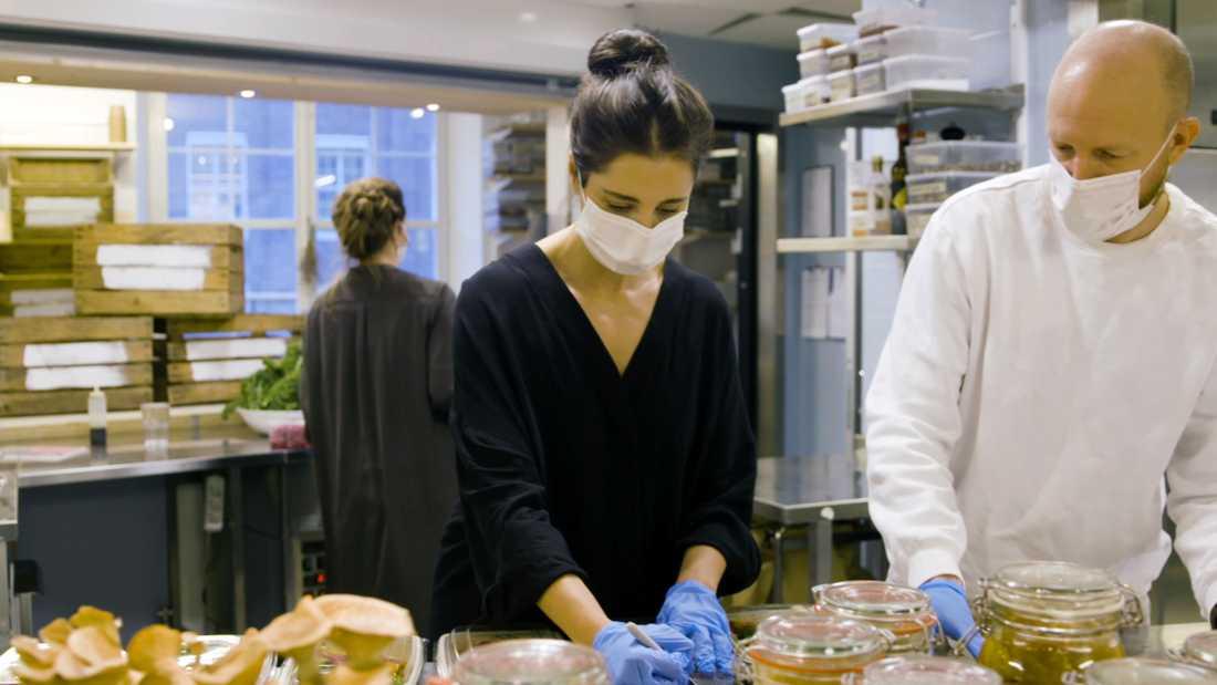 Anders Breitholtz och hans gäng på Restauranglabbet gör matlådor till sjukvårdspersonal.