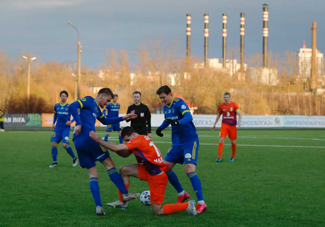I Vitryssland fortsätter man att spela fotboll som om ingenting har hänt.