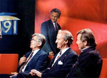 valnatten 1991 Folkpartiets ledare Bengt Westerberg lämnar i vredesmod SVT:s studio. Han vägrar dela intervjusoffa med främlingsfientliga ny demokratis Ian Wachtmeister och Bert Karlsson.