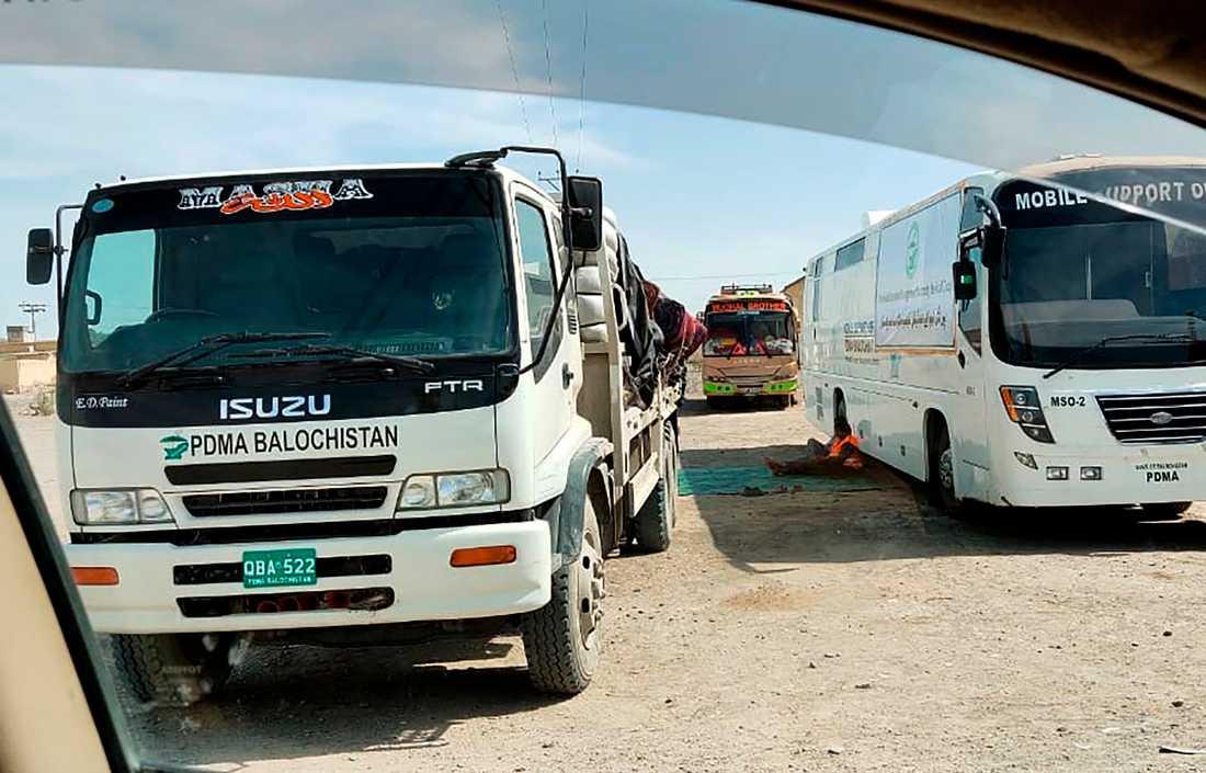 En mobil screeninganläggning vid den stängda gränsen mellan Pakistan och Iran.