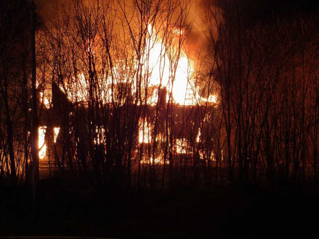 Brand i bostadshus utanför Motala.