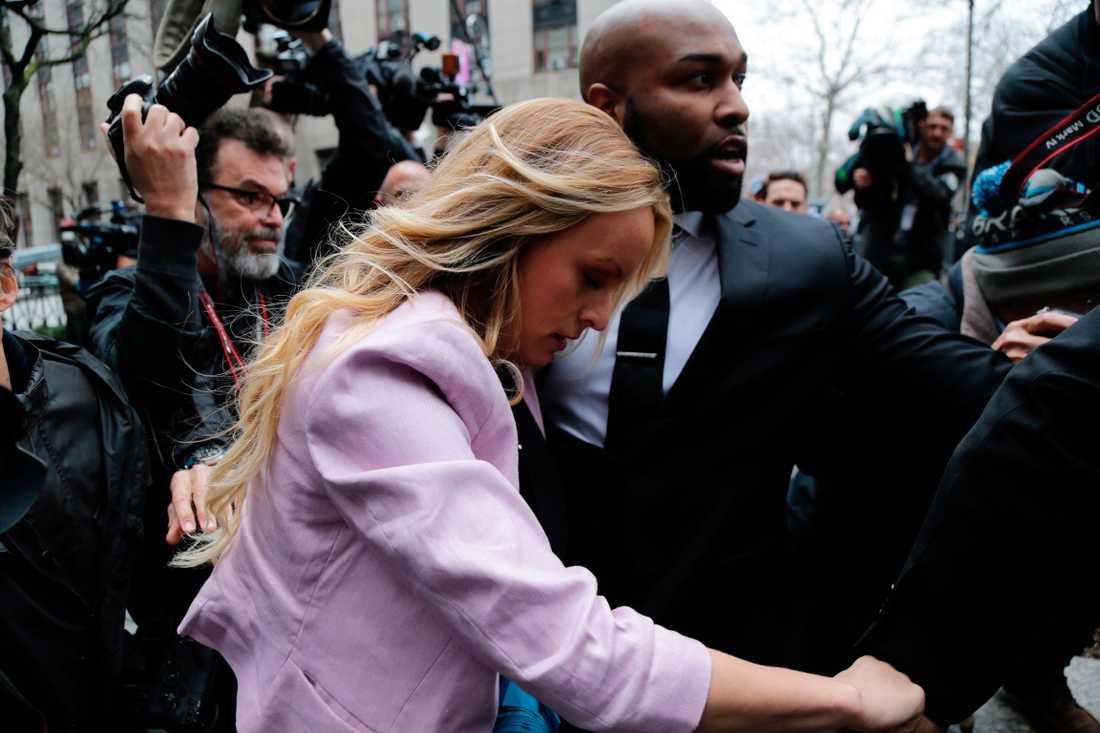 I december dömdes Michael Cohen till tre års fängelse för att under valrörelsen 2016 ha betalat kvinnor, bland andra porrproducenten Stephanie Clifford, även känd som Stormy Daniels, för att hålla tyst om påstådda affärer med Trump.