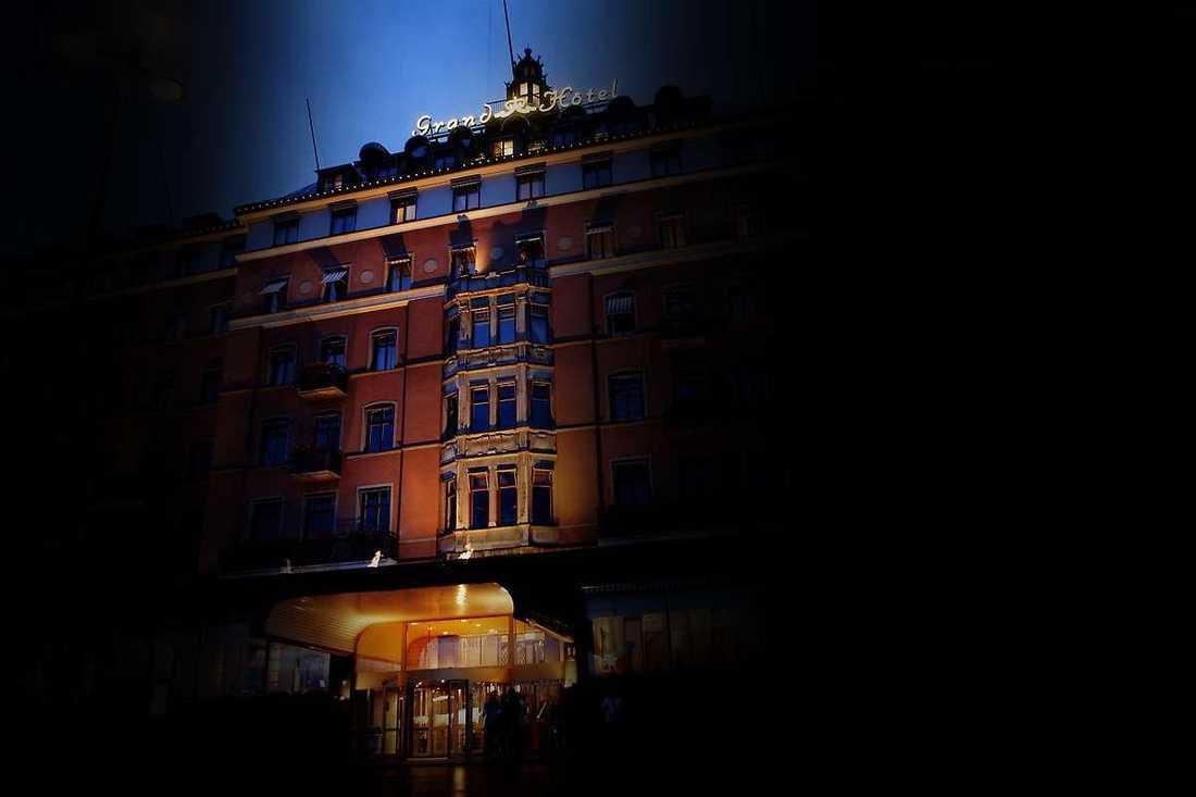 När Mohamed Bangura och förre Djurgårdsanfallaren Nyasha Mushekwi gick till kinesiska Dalian Yifag hade agenten Patrick Mörk flera roller samtidigt, något som inte hade varit lagligt för ett år sedan.Mohamed Bangura och Nyasha Mushekwi skrev båda på för kinesiska Dalian Yifag på Grand Hotell i Stockholm.