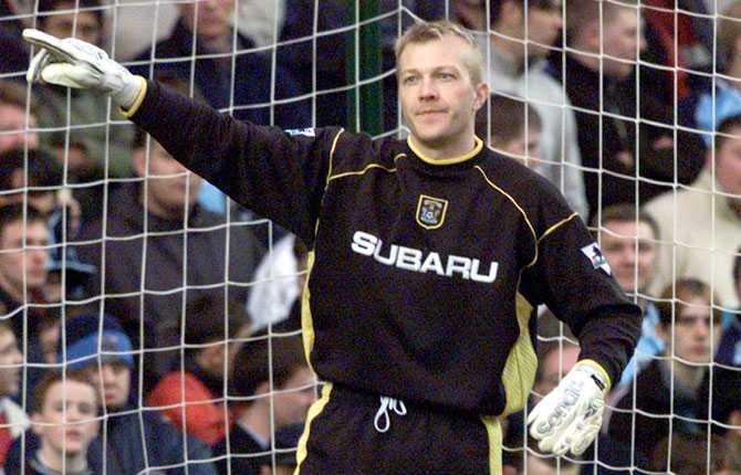 Magnus Hedman i en av många matcher för Coventry. Bilden tagen år 2000.