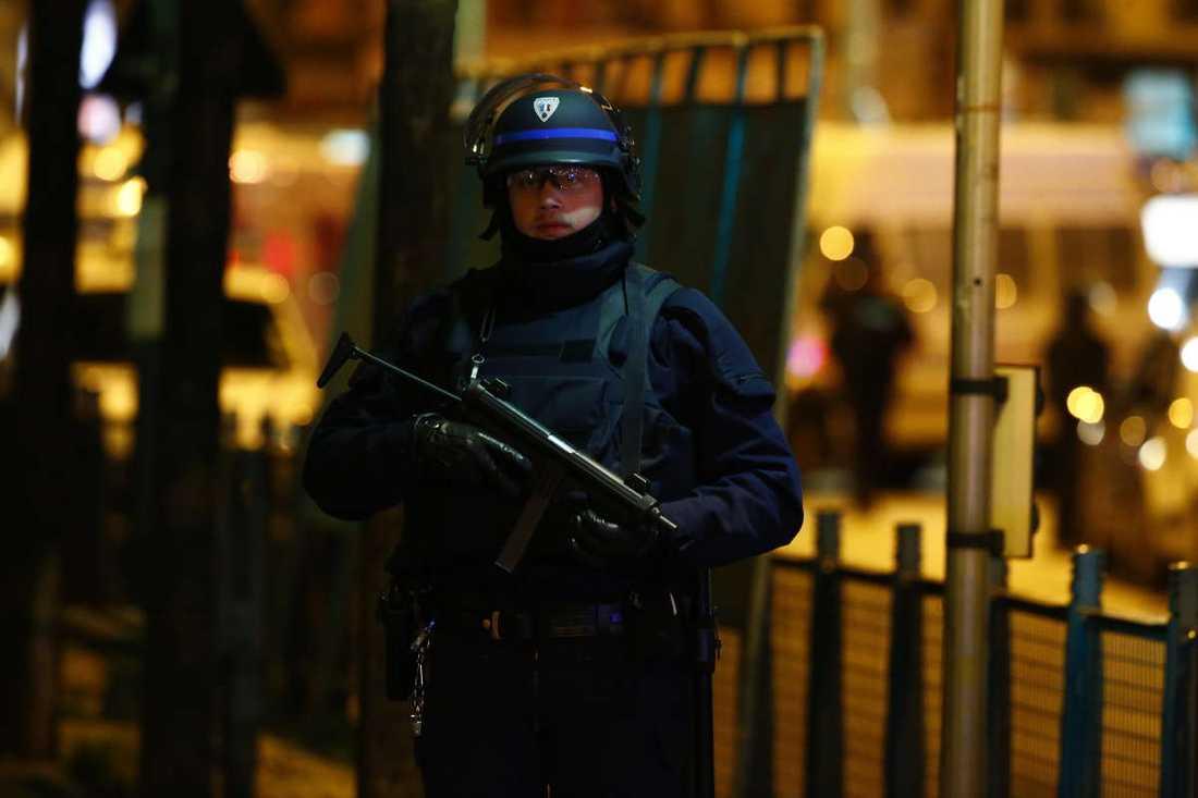 Stor polisinsats i Saint-Denis i norra Paris.