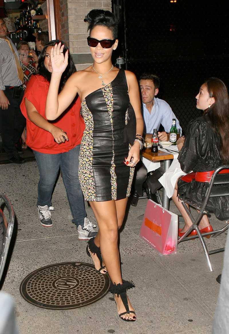 Rihanna är kaxig i läder.
