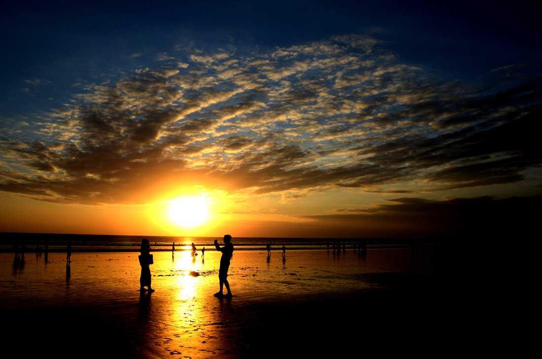 Kuta beach på Bali dagen efter firandet av Eid al-Fitr, som avslutar den muslimska fastemånaden ramadan.