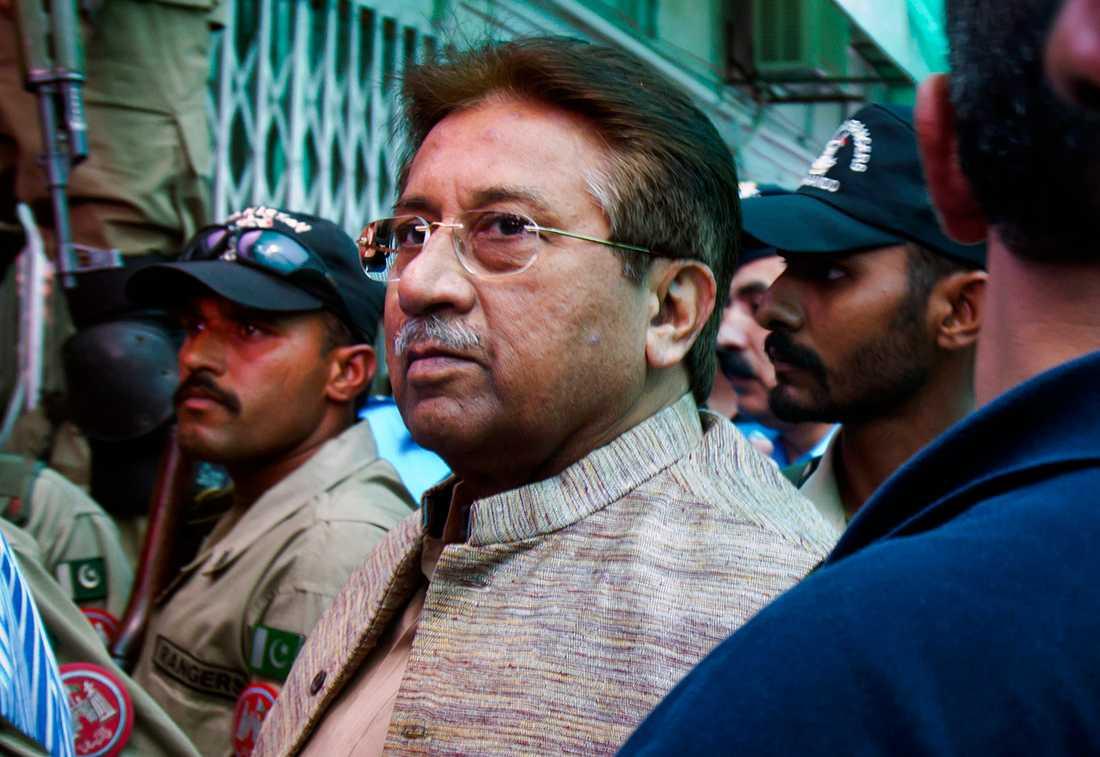 Pakistans förre president Pervez Musharraf när han anlände till antiterrordomstolen i Islamabad i april 2013.