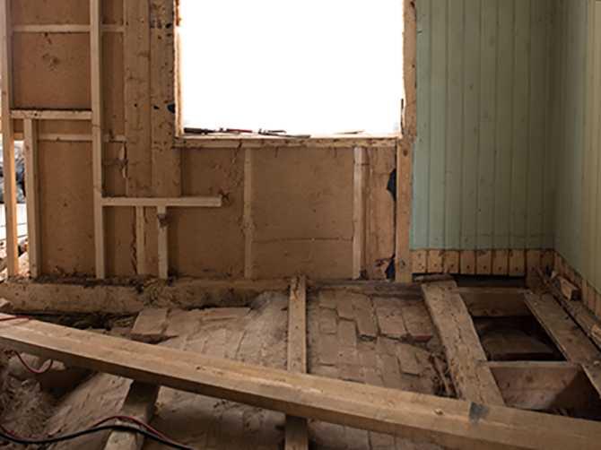 Det ursprungliga köket fick rivas ut och byggas upp på nytt.
