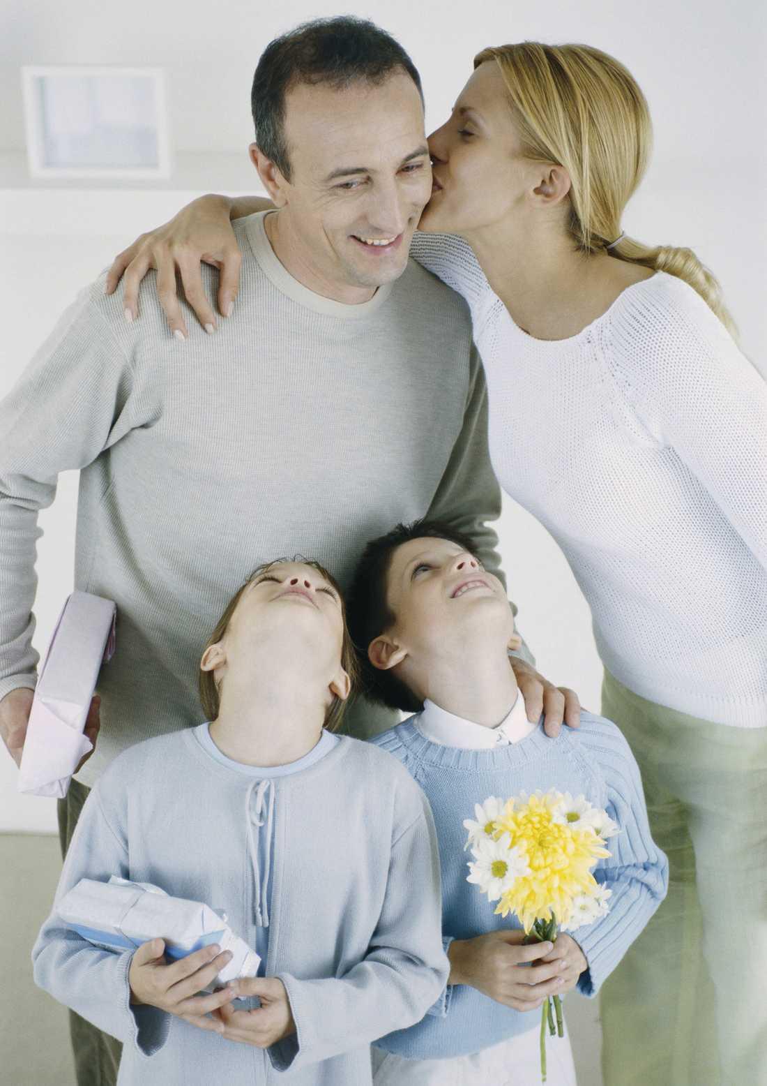 FUNKAR DET MED NYA DEJTEN? Det är viktigt att ta hänsyn till barnen och skynda långsamt när en ny kärlek ska introduceras i familjen.
