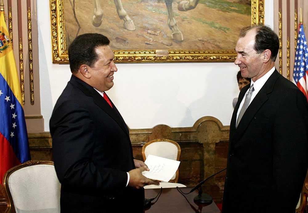 För ett år sedan Venezuelas president Hugo Chavez välkomnade i oktober förra året den nye amerikanske ambassadören Patrick Duddy till landet.