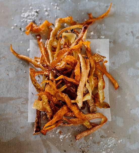 Ta vara på skalen av rotfrukterna och gör egna chips.