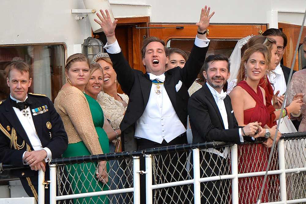 8 JUNI, STOCKHOLM Skepp ohoj, Sverige! Prinsessan Madeleine och Chris O'Neill gifte sig i Slottskyrkan i Stockholm. Sedan kastade bröllopsparet och gästerna loss och for iväg med S/S Stockholm.