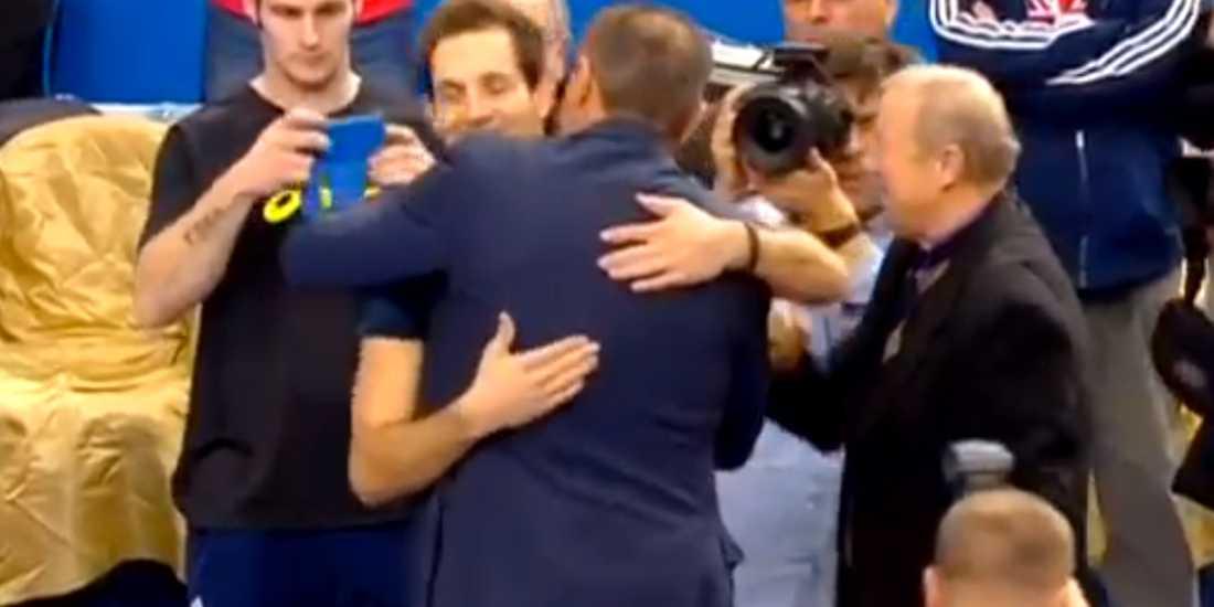 Fransmannen Renaud Lavillenie slog på lördagskvällen Sergei Bubkas 21 år gamla världsrekord i stavhopp när han flög över 6.16 i ukrainska Donetsk – inför ögonen på stavhoppslegendaren.