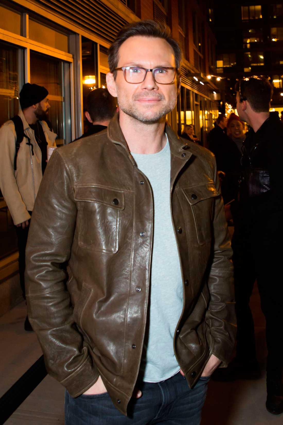 Skådespelaren Christian Slater stäms av sin pappa på 140 miljoner