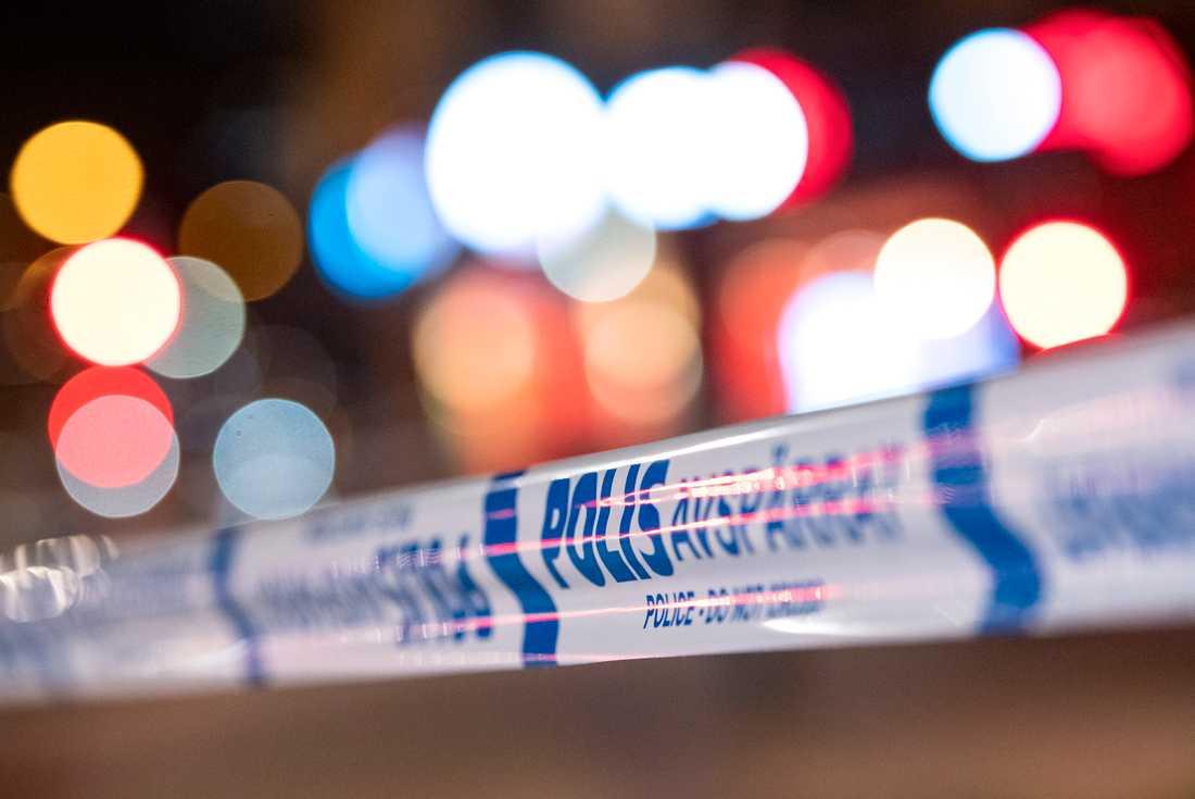 En person har avlidit efter en brand i ett flerfamiljshus i Haninge under torsdagen, enligt Polisen. Arkivbild.