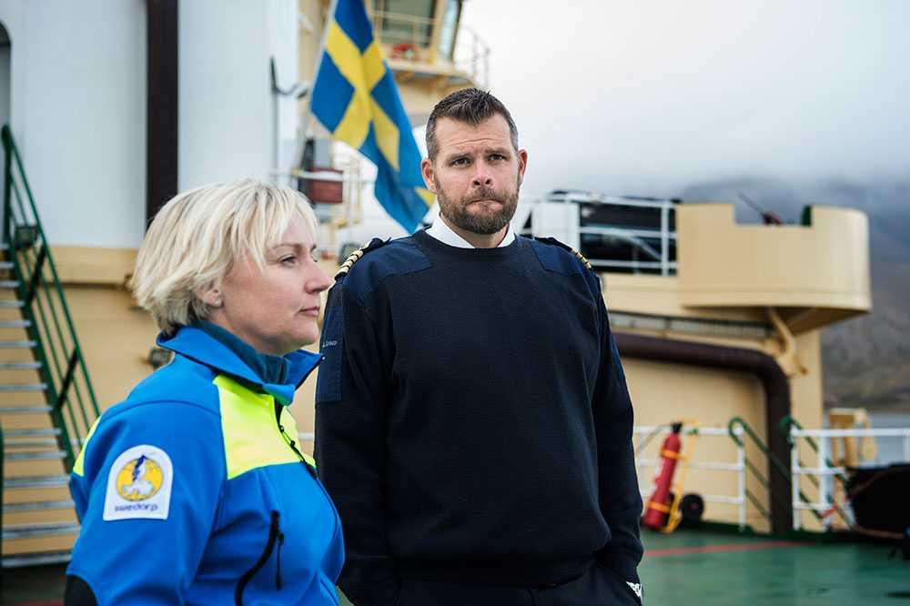 Helene Hellmark Knutsson,  minister för högre utbildning och forskning, är på besök med befälhavare Erik Andersson.