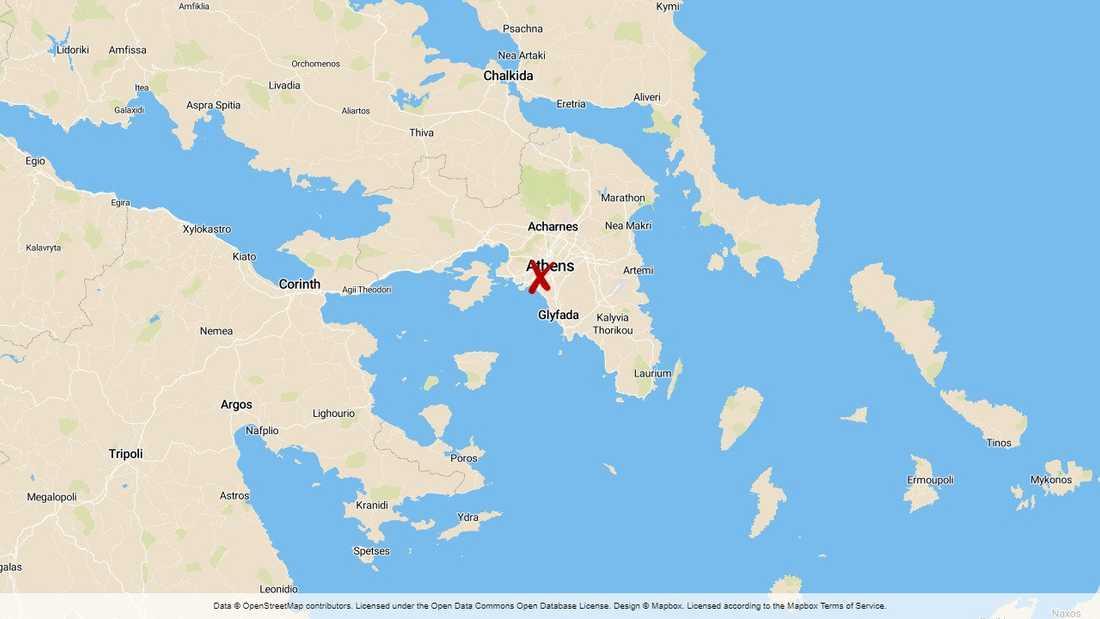 Sju bilar har brunnit vid USA:s ambassad i Aten.