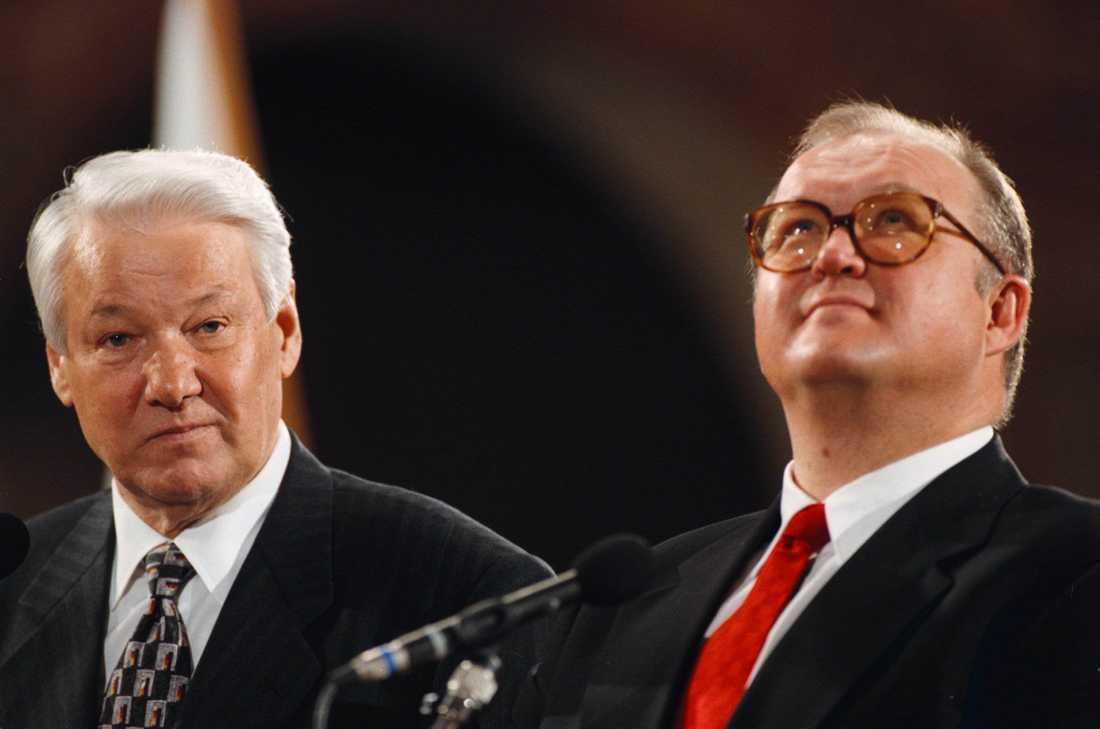 Rysslands president Boris Jeltsin och dåvarande Statsminister Göran Persson vid en presskonferens på Rosenbad i Stockholm. President Jeltsin var i Sverige på ett tredagar långt statsbesök.