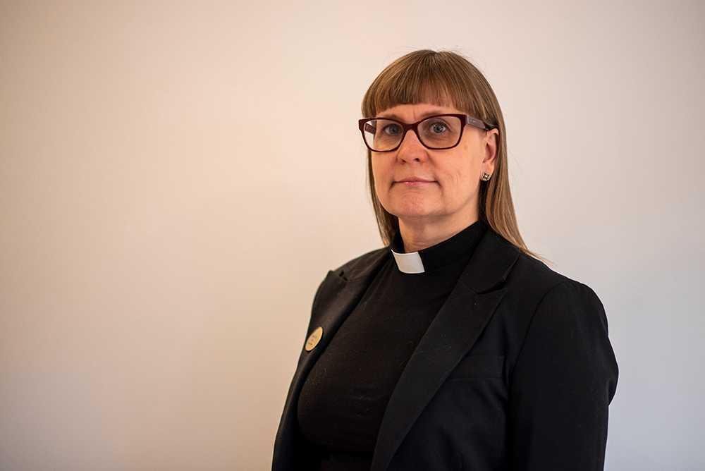 Prästen och styrelseledamoten Anna-Carin Gabelic har velat ha en oberoende granskning av kyrkfacket – efter flera avslöjanden om slöseri. Nu utesluts hon från förbundet.