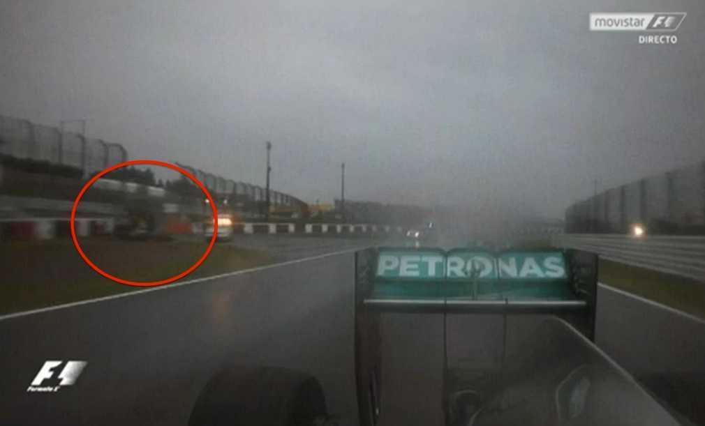 Fransmannen Jules Bianchi kraschade troligen in i sidan på den kranbil som kommit in för att lyfta undan Adrian Sutils bil. Tv-bolagen valde efteråt att inte visa några bilder på olyckan eller den demolerade bilen.