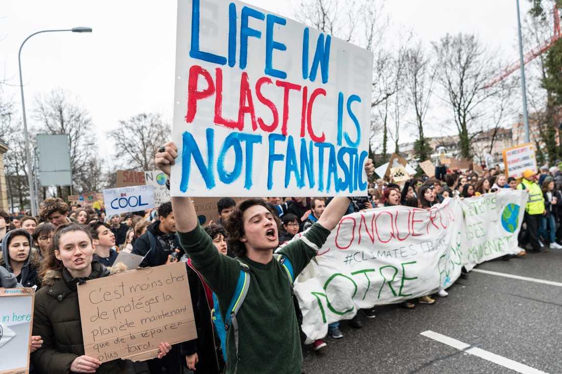 Hundratusentals skolungdomar över hela världen strejkade på fredagen för klimatet. Här i Lausanne, Schweiz.