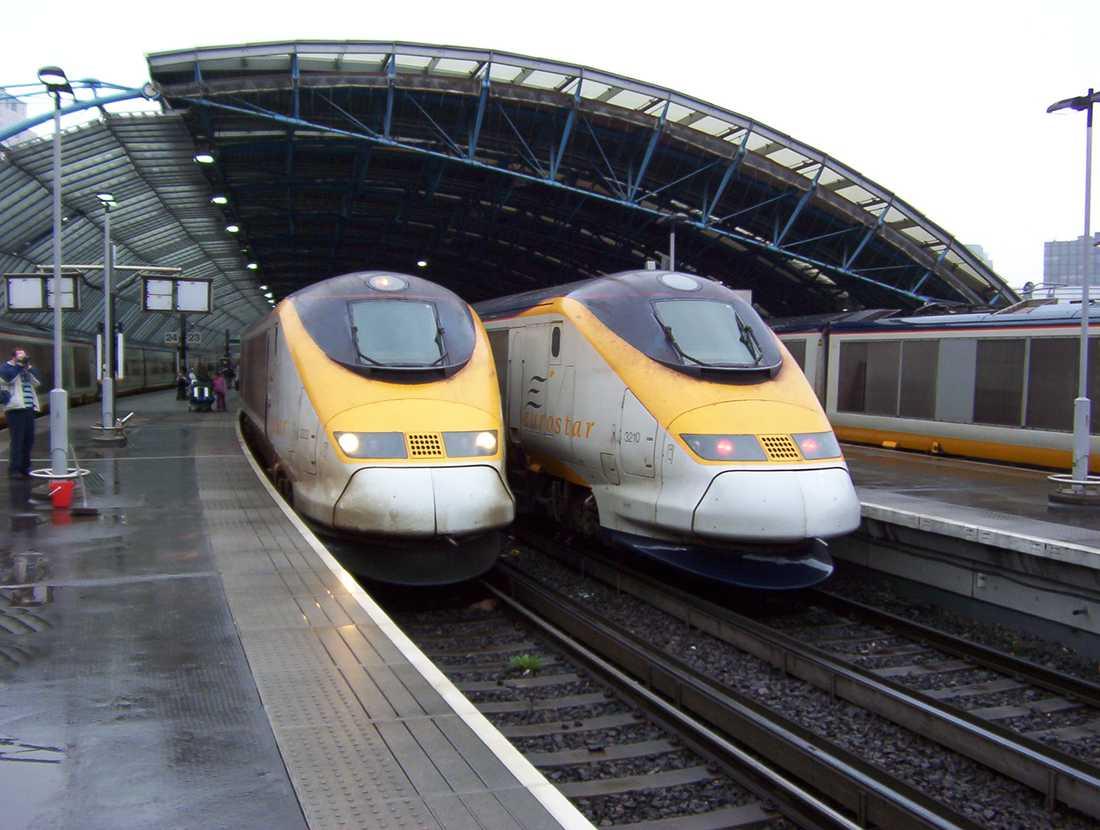 Eurostar-tåget finns i England. Tillåten hastighet 300 km/h men har nått 334 km/h som högst vid tester.